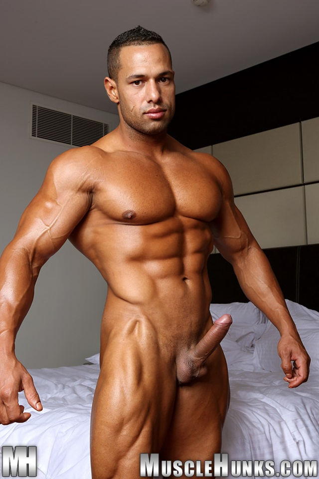 muscle nude men gallery:
