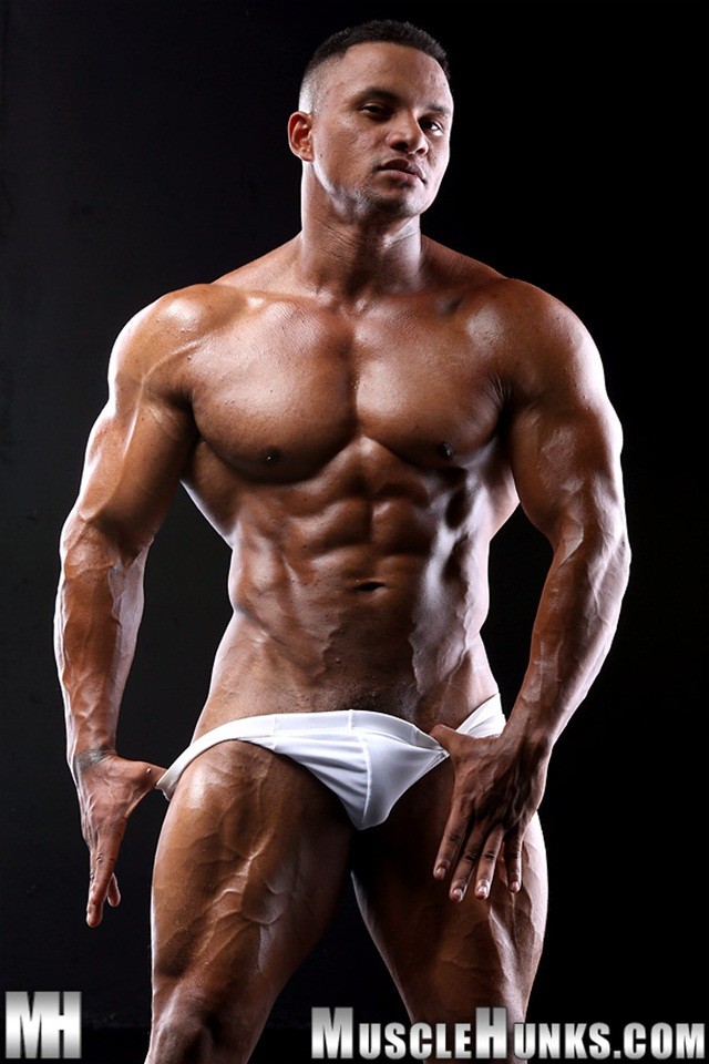 Black muscle bodybuilder Devon Ford gets naked and jerks at Muscle Hunks 01 Ripped Muscle Bodybuilder Strips Naked and Strokes His Big Hard Cock torrent photo1 - Black muscle bodybuilder Devon Ford
