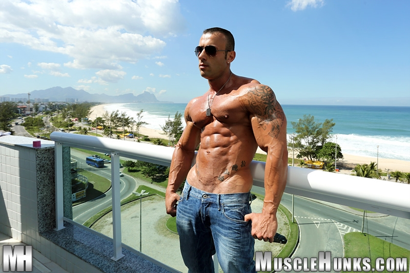 muscle men 2 muscle hunks  Gianluigi Volti