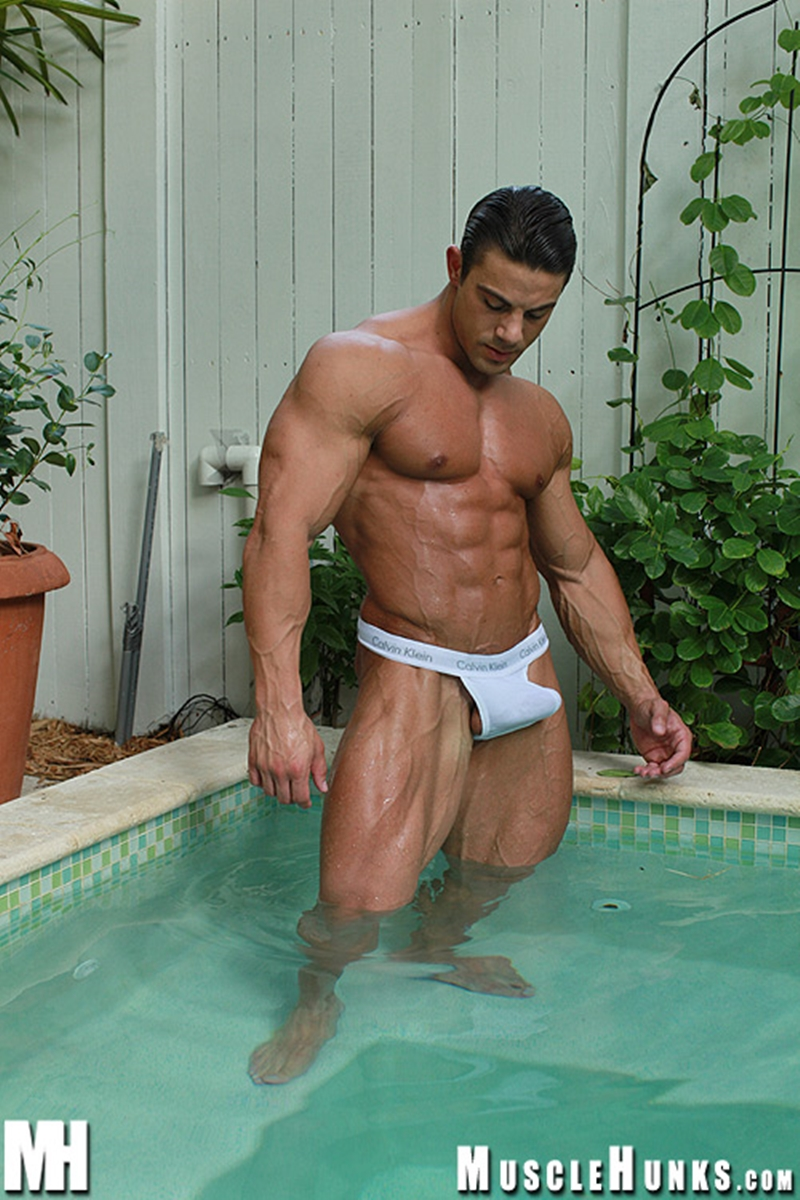 MuscleHunks-Massive-big-muscle-man-Rocco-Martin-naked-bodybuilder-ripped-chest-six-pack-abs-curved-dick-rock-hard-wanks-006-tube-download-torrent-gallery-sexpics-photo