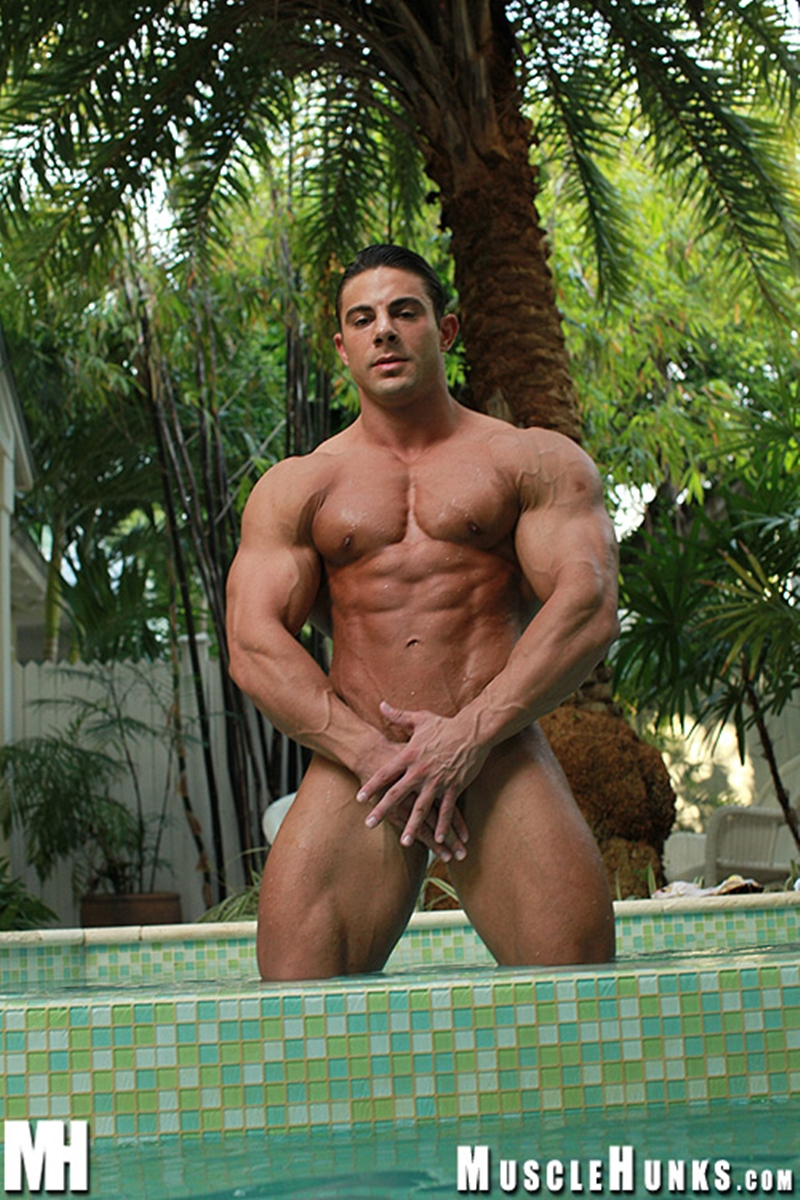 MuscleHunks-Massive-big-muscle-man-Rocco-Martin-naked-bodybuilder-ripped-chest-six-pack-abs-curved-dick-rock-hard-wanks-015-tube-download-torrent-gallery-sexpics-photo