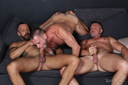 KristenBjorn-sexy-naked-muscle-men-Gabriel-Lunna-Alberto-Esposito-Hans-Berlin-threesome-ass-fucking-huge-uncut-cocks-anal-assplay-rimming-001-gay-porn-sex-gallery-pics-video-photo