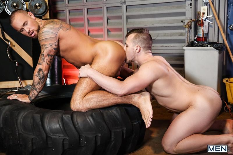 Muscular Hunk Gives Tattooed Stud A Blowjob