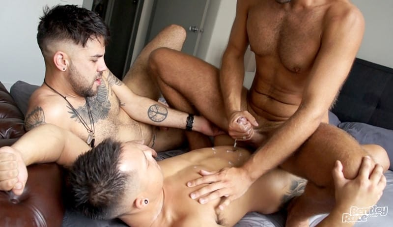 Men for Men Blog Layton-Charles-Jesse-Carter-Sam-Sivahn-daisy-chain-fuck-Hot-young-dudes-bentley-race-021-gay-porn-pictures-gallery Hot young dudes Layton Charles, Jesse Carter and Sam Sivahn daisy chain fuck Bentley Race